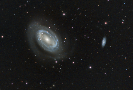 "<a href=""http://saplimoges.fr/limage-du-mois-de-juillet-2015-ngc-7425/""><b>NGC 4725/Galaxie spirale (©2015 Jean-Pierre Debet, saplimoges)</b></a>"
