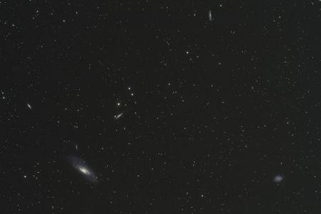 La galaxie M106 et ses voisines (© 2012 Christophe Mercier 2012 Saplimoges)