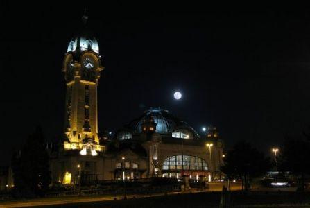 Lune au dessus de la gare de Limoges (© 2010 Dominique Gouet, saplimoges)