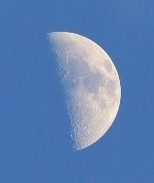 Lune de jour (© 2014 José Fernandez, saplimoges)